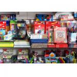 Gran variedad de lápices de colores, crayones y marcadores en todas las marcas